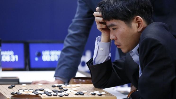 Lee Sedol impegnato in una delle partite contro AlphaGo
