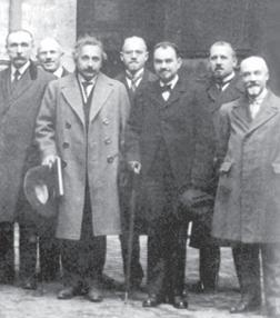 Enriques con Einstein a Bologna nel 1921